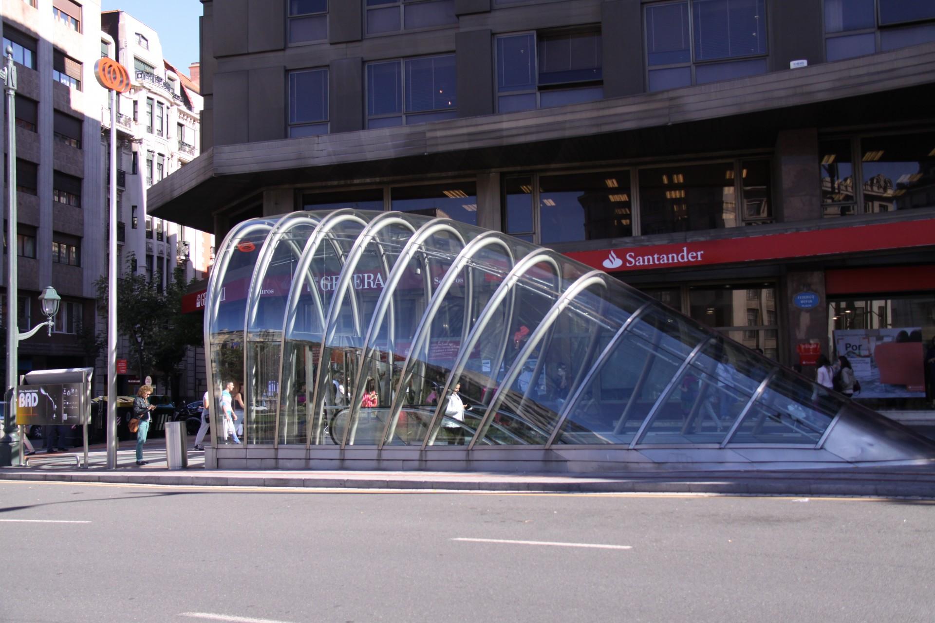 磯崎新にサンティアゴ・カラトラバ、ノーマン・フォスターなど、ビルバオは現代建築の宝庫です。おすすめの記事日本の技を一気見!150年の歴史を振り返る「建築の日本展-その遺伝子のもたらすもの-」のみどころとは?10の素材から隈研吾の建築をみる「くまのものー隈研吾とささやく物質、かたる物質」。コンセプトは縁側?プリツカー賞受賞の建築家・坂茂による「大分県立美術館」。現代日本の課題に建築で向き合う。「en[縁]アート・オブ・ネクサス」家型が連なる外観が特徴的な隈研吾設計の十和田市市民交流プラザ「トワーレ」。磯崎新が設計したオープンな公共建築「山口情報芸術センター」通称「YCAM(ワイカム)」