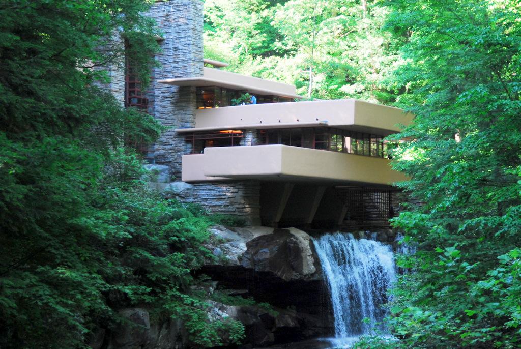 Architect Andrew Lloyd Wright: 生誕150周年!近代建築の巨匠フランク・ロイド・ライトとは?