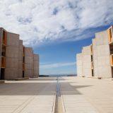 巨匠ルイス・カーンが設計した、もはやアートや彫刻のような「ソーク研究所」。