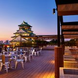 大阪城天守閣に手が届きそうなほど近い屋上で手ぶらでBBQが愉しめるレストランがオープン。